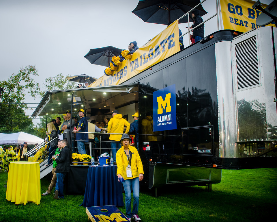 Tailgating rooftop deck trailer