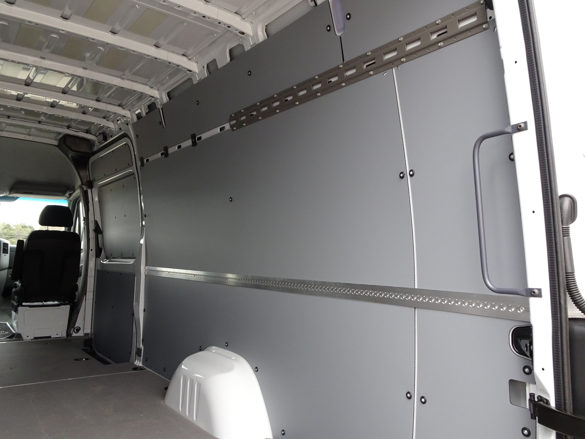 Sprinter Van 2500 interior right