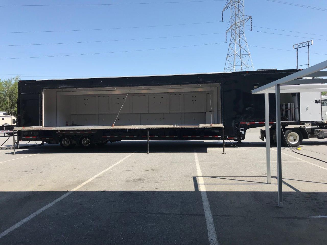 Expandable Stage Trailer