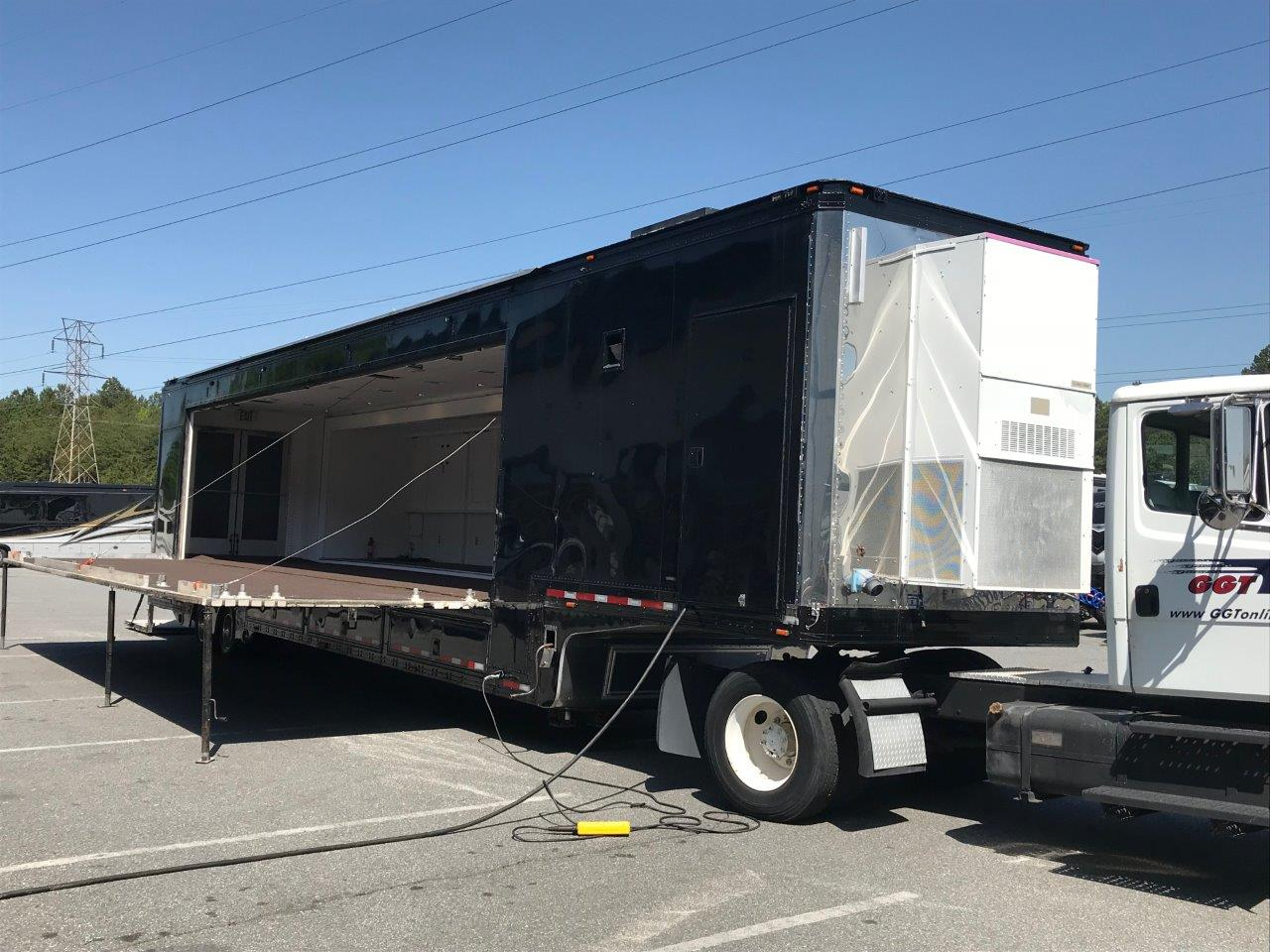 Single Expandable Stage Trailer with stage open
