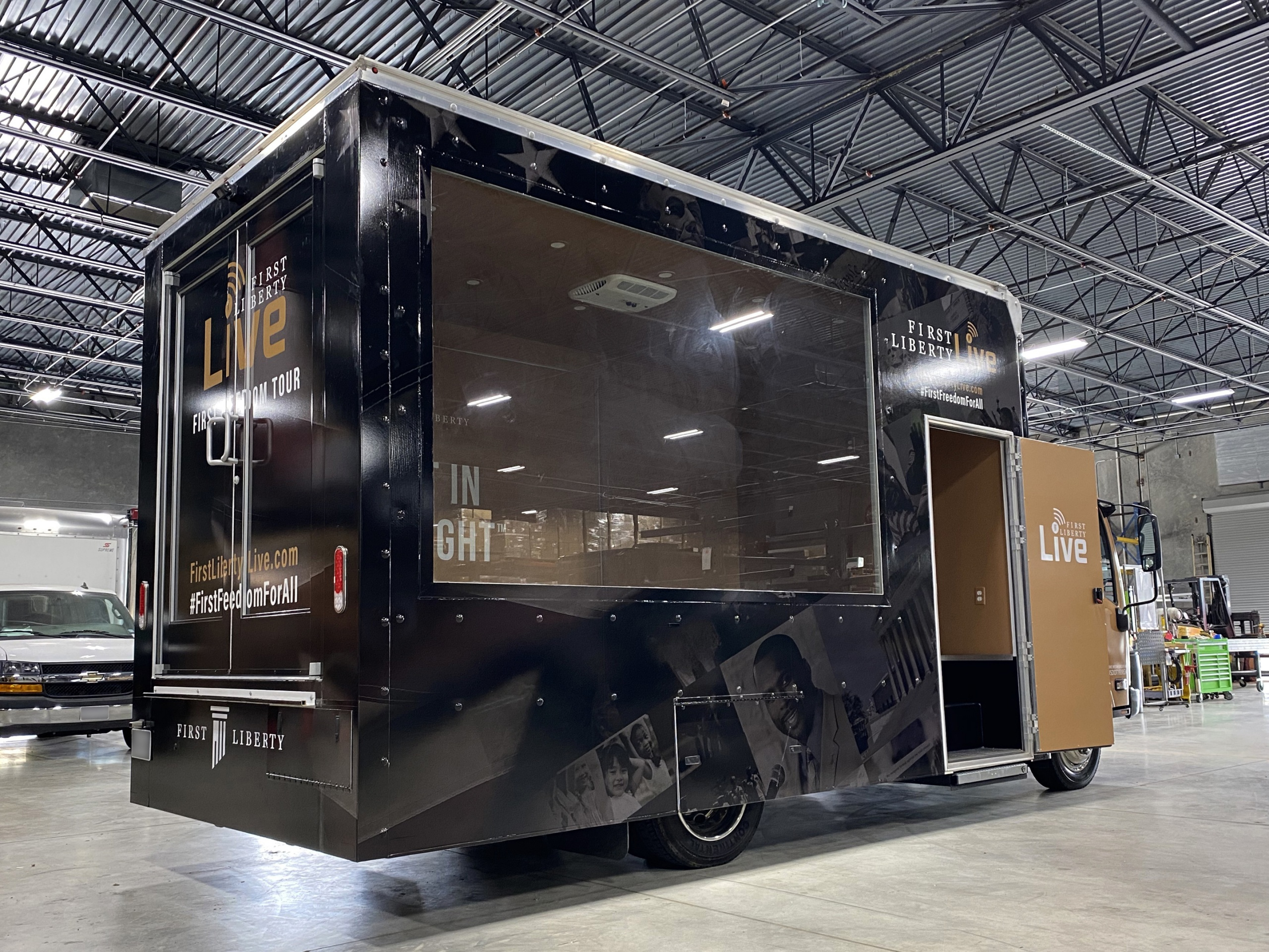 16 foot glass walled truck